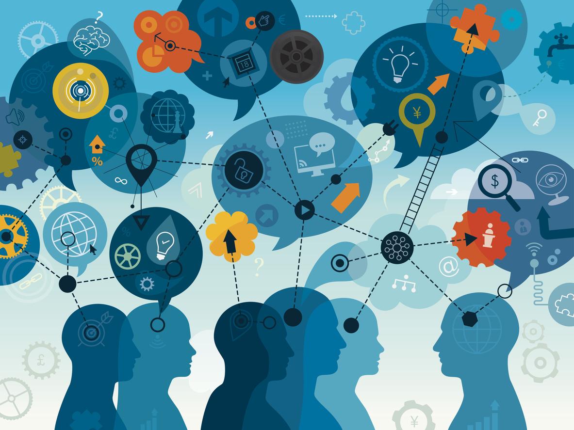 Symbolbild: Verschiedene Cartoonköpfe unterhalten sich, Die Sprechblasen ergeben eine vernetzte Geschichte, die Zusammenhänge darstellt.